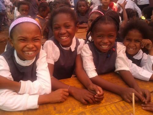 orphelinat orphanage madagascar happy heureux uniforme enfant content pauvre